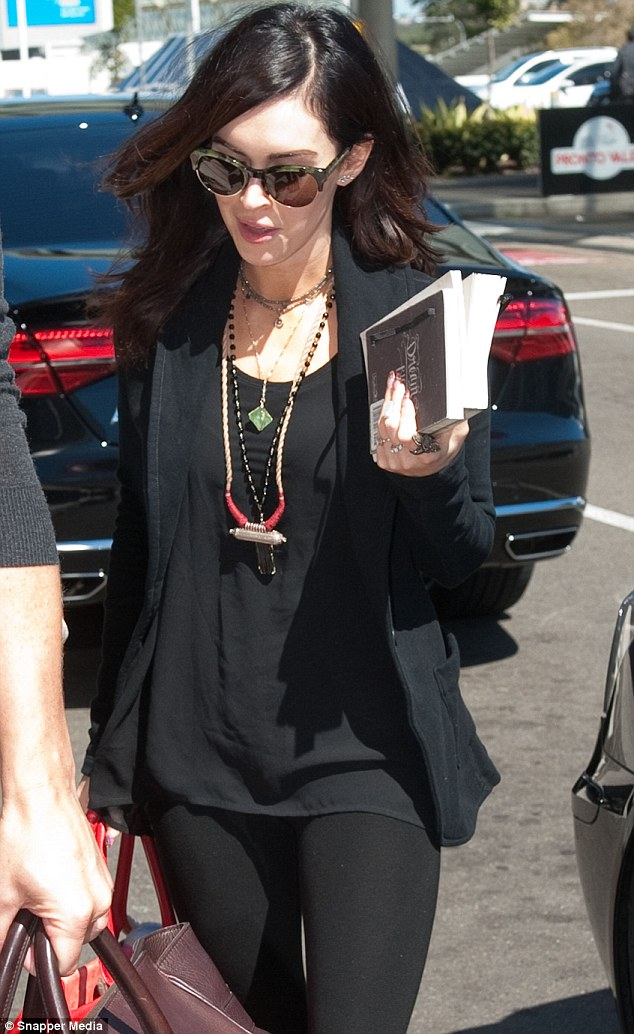 Megan Fox Arrives at Sydney Airport Photos - September 9, 2014